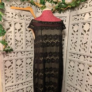 (PLUS) BLACK FLORAL AND NUDE LINING LONG DRESS